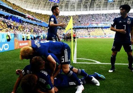 日本球迷跳河庆祝 究竟是怎么回事?