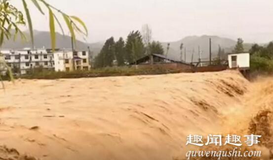 暴雨致江西武功山山洪暴发:大面积电杆被冲倒 景区关闭实在太可怕了