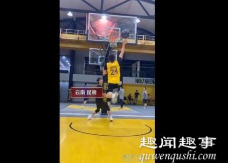 26岁独腿小伙打篮球投三分超准 到底是什么情况?