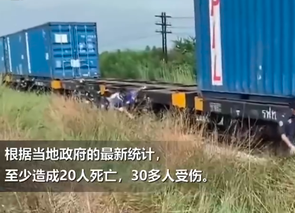 泰国一火车直撞观光巴士 直接削顶致50多人死伤画面曝光实在让人震惊