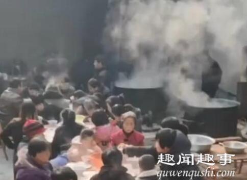 村民家结婚花200块招待150名宾客 炒菜现场曝光网友直呼神奇
