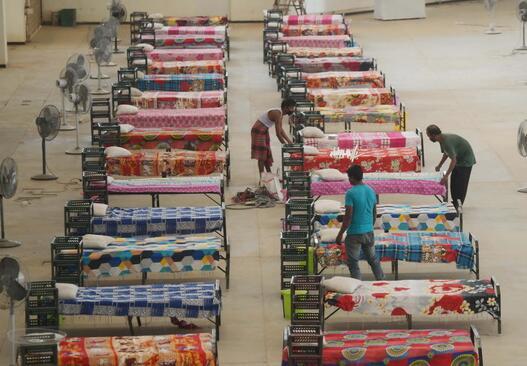 印度单日新增确诊超41万例破纪录 原因竟是这样实在太可怕了