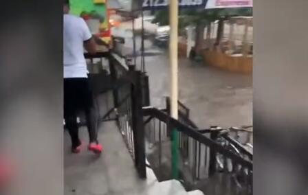 纽约暴雨 洪流猛灌地铁站到底是什么情况?