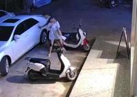 女子凌晨遭前男友强行拖拽上车 原因竟是这样太可怕了