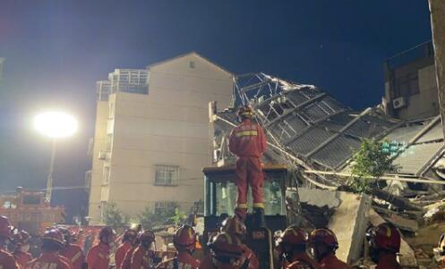 江苏一酒店倒塌致1死10失联 究竟是怎么回事?
