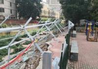 小区暴雨中倒下一堵墙维修费129万 引争议简直太无语了