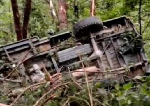 安徽太湖县一车辆坠崖 12人遇难 到底什么情况?